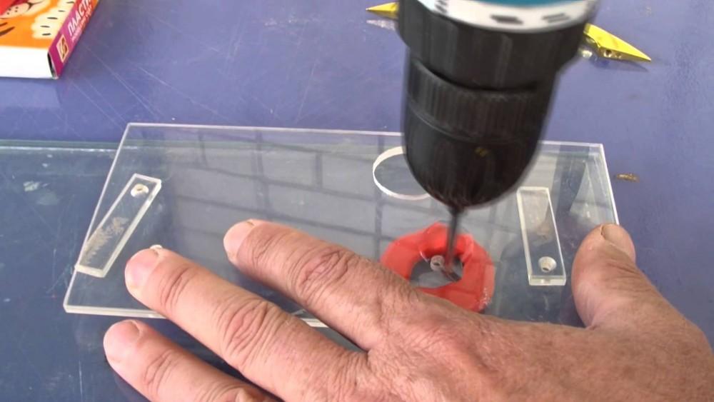 Дырка в стекле в домашних условиях 897